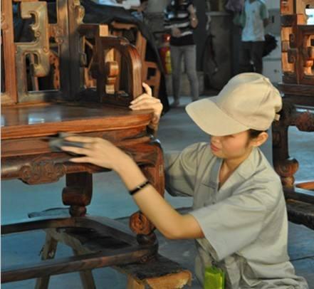 木蜡油厂家提示,进口木蜡油喷涂和擦涂有这些不同,千万不要弄混了